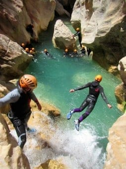 jump_canyoning_guara_canyoning_river_rock_end_boating-394160